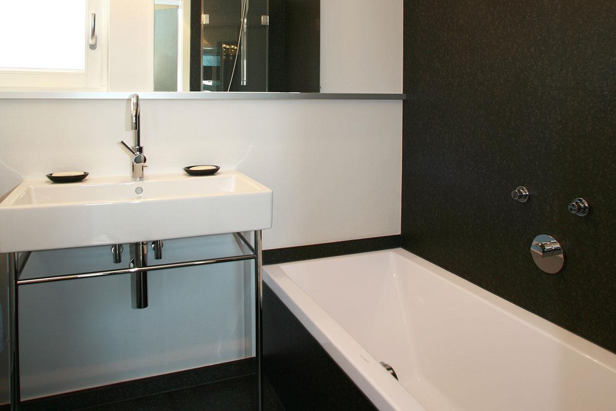 bad auf kleinem raum. Black Bedroom Furniture Sets. Home Design Ideas